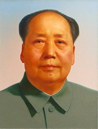 [תמונתושל מאו דסה דונג משמאלנוצרה והועלתה לויקיפדיה על ידי Zhang Zhenshi. קובץ זה הוא בעל רישיון Creative Commons להפצה, תחת רישיון זהה, גרסה:CC 2.0]