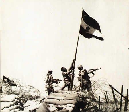 דגל מצרי על אחד המעוזים