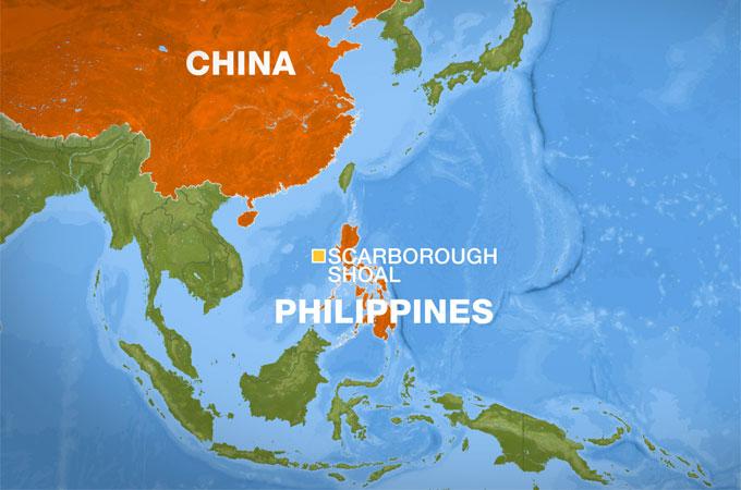 """במפה: סין החלה בפעילות ימית אגרסיבית, כדי לקבוע עובדות בזירה.מוקד המחלוקת העיקרי בינה למערב, הוא קבוצת איים בשם איי ספארטלי הממוקמים באמצע שום מקום לכאורה, כ 1,175 ק""""מ מהפיליפינים ו 1,276 ק""""מ מהאי האינאן (ראו המפה למטה). אחד הנקודות במחלוקת היא שונית אלמוגים בשם Scarborough Shoal (קוארדינטות של השונית למי שרוצה לראות 15.221001, 117.729145). השונית ממוקמת כ 350 ק""""מ צפון מערבית למנילה בירת הפיליפינים ו כ 850 ק""""מ דרומית מזרחית לאי הסיני האינאן(ראו במפה למעלה)[בעל הזכויות בתמונה זו לא אותר. לכן, השימוש נעשה לפי סעיף 27א' לחוק זכויות יוצרים. בעל הזכויות הראשי, אנא פנה ל: yehezkeally@gmail.com]"""