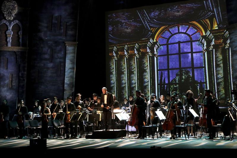 [בתמונה: הצגת האופרה דון ג'ובאני תיאטרון דה לה סיודאד אספרנסה איריס, במסגרת הפסטיבל ה -35 של המרכז ההיסטורי של מקסיקו סיטי, 2 אפריל 2019. תמונה חופשית לשימוש ברמה CC BY 2.0,שהועלתה על ידי Secretaría de Cultura de la Ciudad de México לאתר flickr]