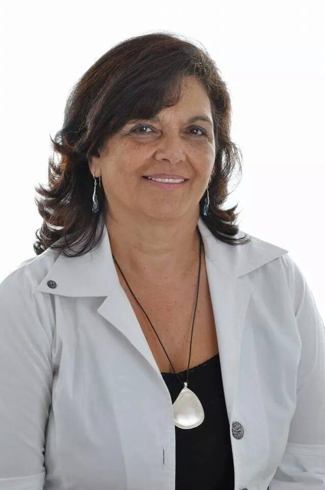 """ד""""רסוזי בן ברוךשרתה במשטרת ישראל 35 שנים בתפקידי חקירות ומודיעין, קהילה ומשמר אזרחי ועבריינות נוער. שימשה כקצינת נוער ארצית במשטרת ישראל. מרצה בנושאי משטרה וחברה. מאחוריה כארבעים שנות ניסיון בעבודה עם נוער. בכתיבתה היא מסתייעת בניסיונה הרב בשטח, כמובילה וכשותפה לשינויים הרבים שנעשו בתקופת שירותה."""