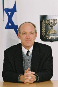 [תמונתו של השופט הנדל נוצרה והועלתה לויקיפדיה על ידי הרשות השופטת של ישראל. קובץ זה הוא בעל רישיון Creative Commons להפצה, תחת רישיון זהה, גרסה: CC BY-SA 4.0]