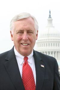 [בתמונה משמאל:כמנהיג מפלגת הרוב הדמוקרטית בבית הנבחרים. הואמכהן כנציג המחוז החמישי שלמרילנדבבית הנבחרים של ארצות הבריתמאז1981. עוד מעט כבר לא יהיה שם... התמונה היא נחלת הכלל]