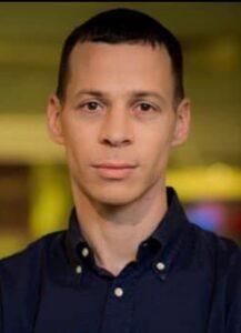 [בתמונה משמאל: עמית סגל - עיתונאי אמיץ שפרסם; ואגב, הוא נאלץ לפרסם את הפרשה בבלוג הפרטי שלו (מעניין למה...)... מקור התמונה: פייסבוק]